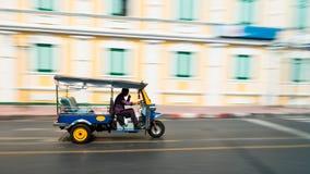 Tuk-Tuk i rörelsesuddighet Fotografering för Bildbyråer