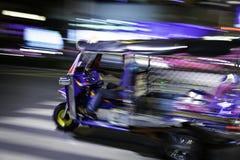 Tuk Tuk nel moto Fotografie Stock