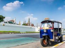 Tuk-Tuk thailändsk traditionell taxi i Bangkok Thailand Arkivfoton