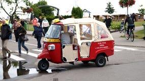 Tuk Tuk, Thaise traditionele taxi in Nida stock foto's