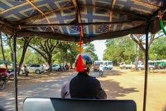 Tuk tukchaufför i Siem Reap, Asien royaltyfri fotografi
