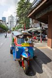 Tuk-tukmoto Taxi auf der Straße von Bangkok Stockfoto