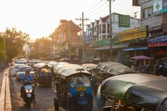 Tuk-Tuks στην κυκλοφορία, Chiang Mai Στοκ φωτογραφία με δικαίωμα ελεύθερης χρήσης