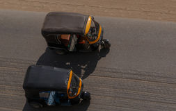 2 tuk-tuks на улице Каира Стоковые Фото