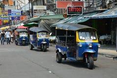 Tuk-tuks na ulicznej Khaosan drodze zdjęcia stock