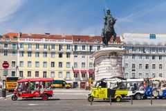 Tuk Tuk von Lissabon-Stand auf einem Stadtplatz Stockfotografie
