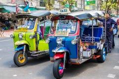 Tuks di Tuk ed i loro driver fotografia stock libera da diritti