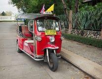 Tuktuk在城市中游人和居民是受欢迎  Thail 库存图片
