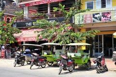 TukTuk Angkor Wat stad Fotografering för Bildbyråer