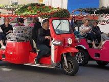 Tuktuk tipico a Lisbona nel Portogallo fotografie stock libere da diritti