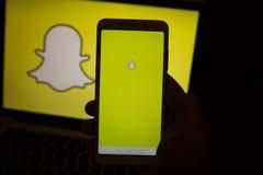 Tula, Russia - 31 ottobre 2018: - applicazione di Snapchat sullo smartphone delle cellule di androide Snapchat è un messaggio mob fotografie stock