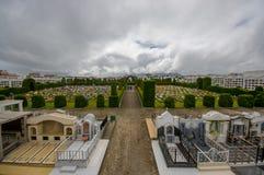 TULCAN, ECUADOR - JULI 3, 2016: het aardige overzicht van de tuinen van de begraafplaats, aardige installaties beeldhouwt omringe Royalty-vrije Stock Foto's