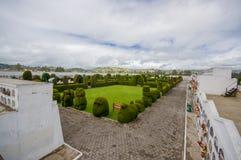 TULCAN, ECUADOR - JULI 3, 2016: overzicht van de topiary tuin in de begraafplaats wordt gevestigd die Royalty-vrije Stock Foto