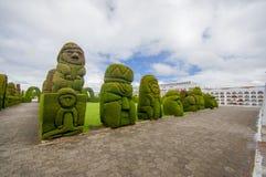 TULCAN, ECUADOR - 3 LUGLIO 2016: le sculture nel cimitero rappresenta la flora e la fauna dell'Ecuador Immagini Stock