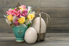 Tulip flowers with vintage easter eggs decoration Stock Photography