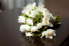 Tulip wedding bouquet with rings on table Stock Photos