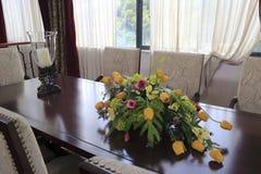 Tulipan i świeczka na stole Fotografia Royalty Free