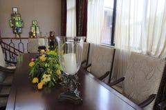 Tulipan na stole i świeczka Zdjęcie Royalty Free