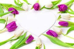 Tulipanes, corazón de madera Foto de archivo