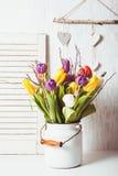Tulipanes del color en el bastón imágenes de archivo libres de regalías