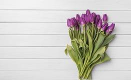 Tulipanes en los tableros blancos Foto de archivo