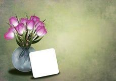 Tulipanes en un greetingcard del florero Foto de archivo