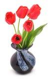 Tulipanes rojos en un florero Imagen de archivo libre de regalías