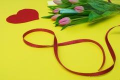Tulipanes y corazón Fotografía de archivo