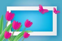 Tulipanes y mariposa rosados Flor de corte de papel 8 de marzo Día del `s de las mujeres Imagen de archivo libre de regalías