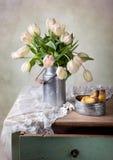 Tulipanes y peras Imagen de archivo libre de regalías