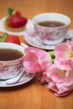 Tulipanes y té Fotografía de archivo libre de regalías