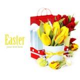 Tulipani della sorgente con le uova di Pasqua Fotografia Stock