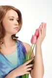 Tulipani diritti della holding della ragazza Immagine Stock