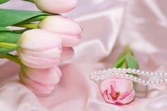 Tulipani e perle Fotografia Stock