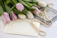 Tulipani freschi, cartolina d'auguri per il giorno di madri, giorno di biglietti di S. Valentino, nozze Immagini Stock
