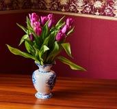 Tulipani lilla Germoglio, petali, mazzo Immagine Stock