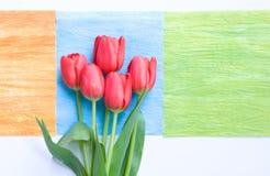 Tulipani rossi sui quadrati di art deco Immagine Stock Libera da Diritti