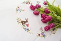Tulipani su un fondo di legno Fotografie Stock