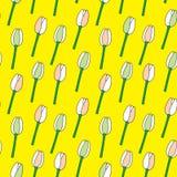 Tulipany na żółtego tła wektoru bezszwowym wzorze Obrazy Stock