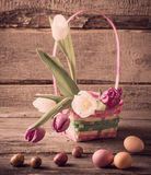 Tulipas e ovos da páscoa Foto de Stock