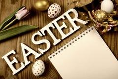 Tulipas e ovos tonificados de easter do fundo Imagens de Stock