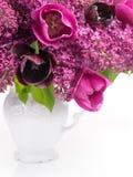 Tulipas e ramalhete lilás Fotografia de Stock Royalty Free