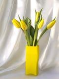 Tulipes dans un vase Photo libre de droits