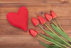 Tulipes et coeur rouges Images libres de droits