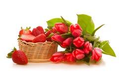 Tulipes et fraises roses Photo libre de droits