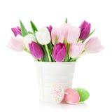 Tulipes et oeufs de pâques colorés Image libre de droits