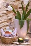 Tulipes et station thermale à la maison Photos libres de droits