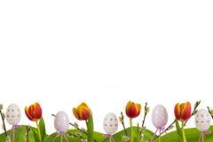 Tulipes inférieures de rouge de décoration de Pâques Photos stock