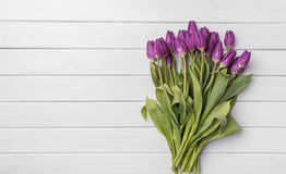 Tulipes sur les conseils blancs Photo stock