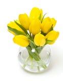 Tulips amarelos em um vaso de vidro fotos de stock royalty free